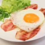 【家事ヤロウ】簡単朝食レシピ!ベーコンカップエッグの作り方を紹介!