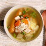 キャベツとソーセージのマスタードスープ